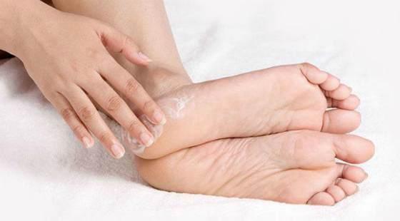Как лечить трещины на пятках