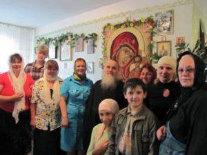 Отец Иоанн с прихожанами