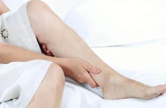 Рак кишечника симптомы боль в спине