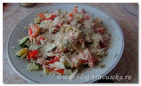 греческий салат с кунжутом